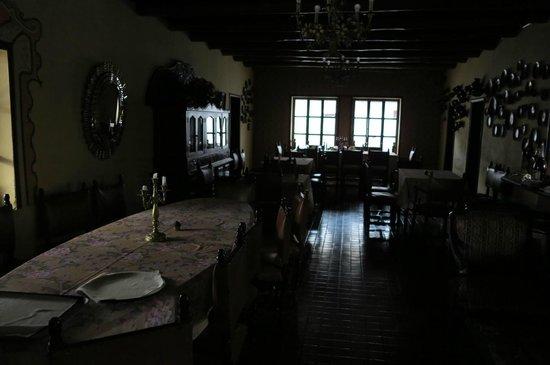 Hacienda- Hosteria Chorlavi : antique dining