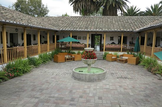 Hacienda- Hosteria Chorlavi: main fountain