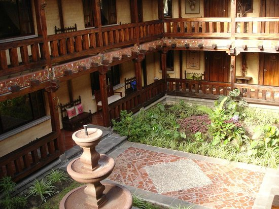 Samari Spa Resort: central patio