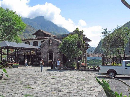 Samari Spa Resort: main parking lot