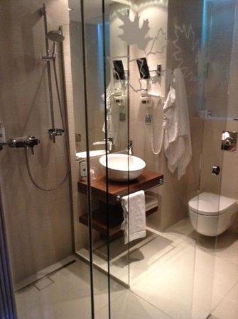 PURO Hotel: bathroom