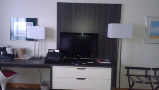 Mount Royal Hotel : Tv area