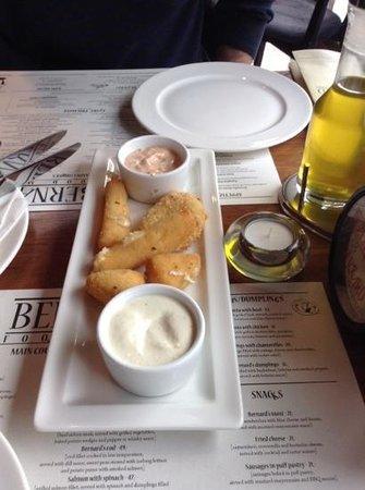 Bernard Pub- Restaurant : starter cheese in breadcrumbs