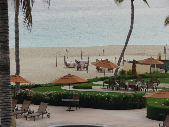 Casa del Mar Golf Resort & Spa: Dining on the beach is an everynight choice!