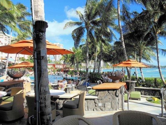 Sheraton Waikiki : The view from the Rumfire bar