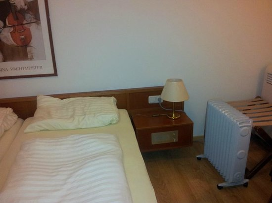 Goldenes Theater Hotel: Dingy furniture & extra electric heater