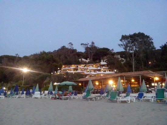 Aurum Hotels Baia Paraelios Resort: Il villaggio visto dalla spiaggia