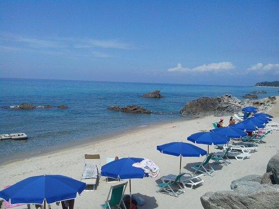 Aurum Hotels Baia Paraelios Resort: Spiaggia bianca