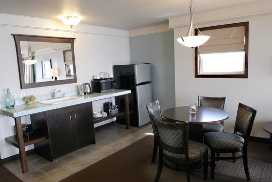 Inn at Nye Beach: Two Bedroom Suite - Living area