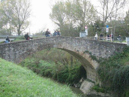 Terra Dei Santi Country House: Ponte su fiume marroggia