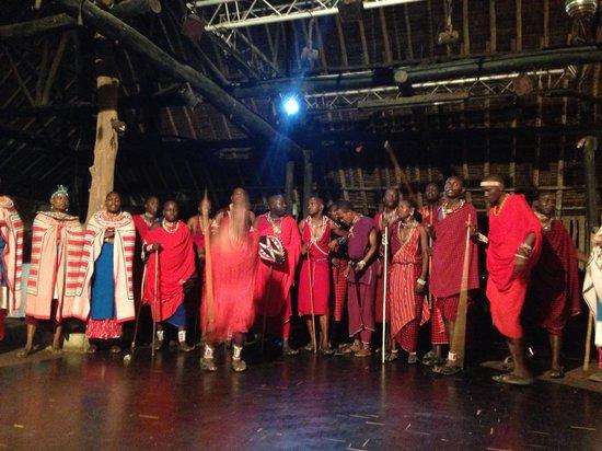 Reef Hotel: Masai show