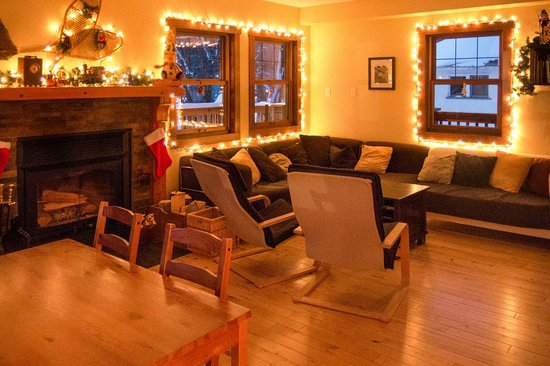 Fireweed Hostel: Living room with wood-burning fireplace