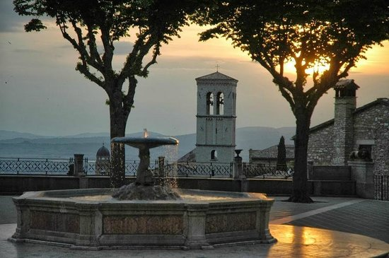 Terra Dei Santi Country House: Assisi al tramonto