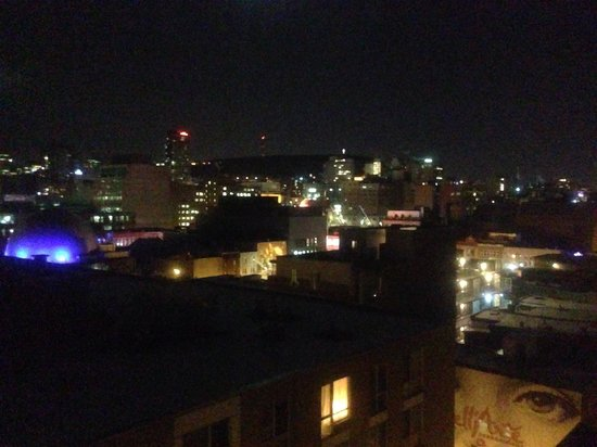 Candlewood Suites Montreal Centre-Ville: Night view