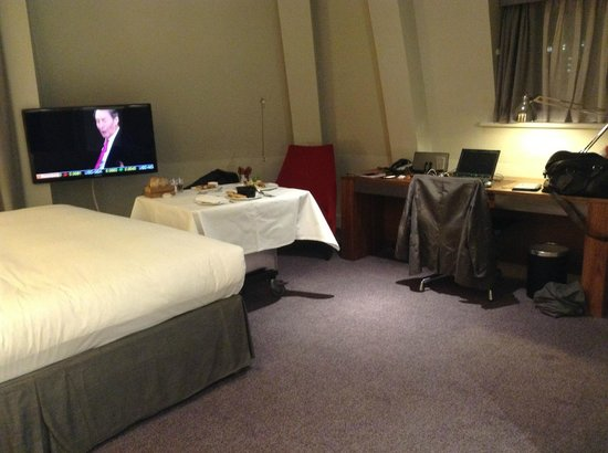 Andaz London Liverpool Street: Great room amenities and work area