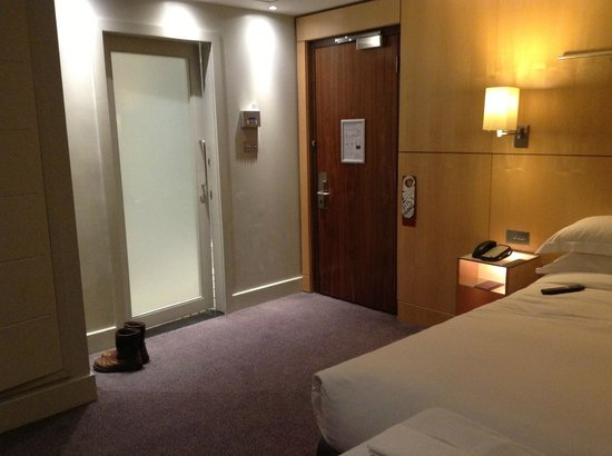Andaz London Liverpool Street : Spacious King Bed Corner Room