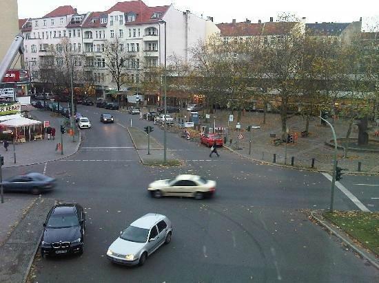 Panorama Am Adenauerplatz Hotel: drukke weg aan een tunnel