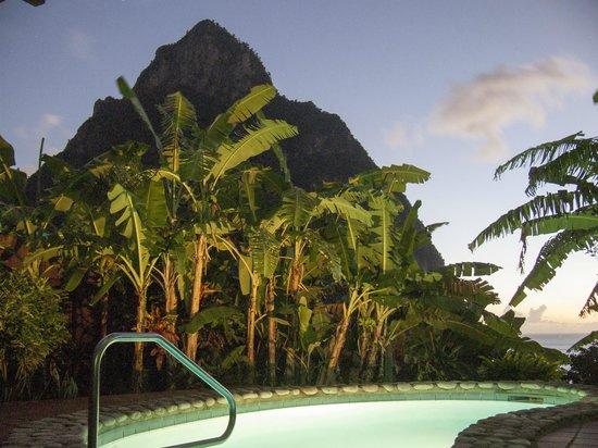 Stonefield Estate Resort: Pool bei Nacht