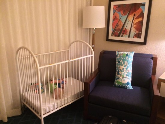 Sheraton Lake Buena Vista Resort : Provided baby bed
