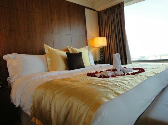 Mandarin Oriental Macau: 套房大床
