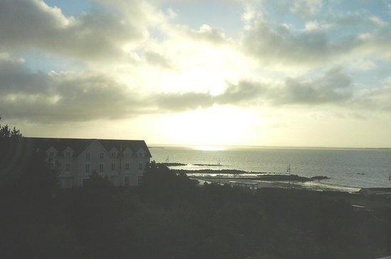 The Salthill Hotel: View early morning from our room