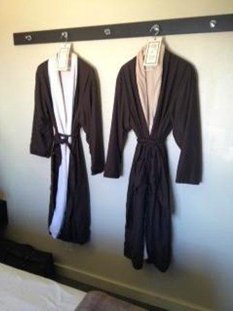 Aurora Hotel : Robes