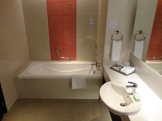 Sama-Sama Hotel KL International Airport : Bathroom