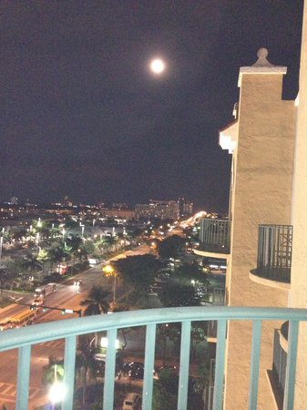 Embassy Suites by Hilton Fort Lauderdale 17th Street: View from our balcony on 12th floor