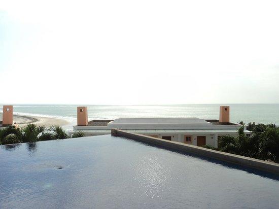 Royal Decameron Mompiche : Una de las piscinas, con espectacular vista.