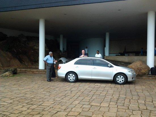 Kuoni Ceylon Tour: Jayasuriya