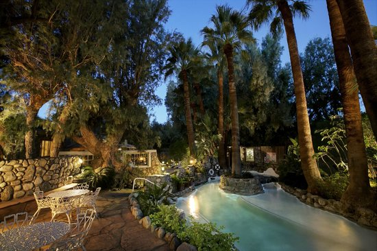The Grotto at Two Bunch Palms Resort & Spa: Grotto at night