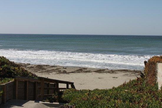 Beachwalker Inn: Выход к пляжу
