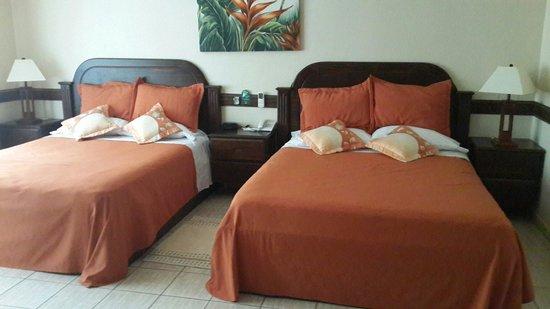 Los Lagos Hotel Spa & Resort : Habitaciones amplias y muy limpias.