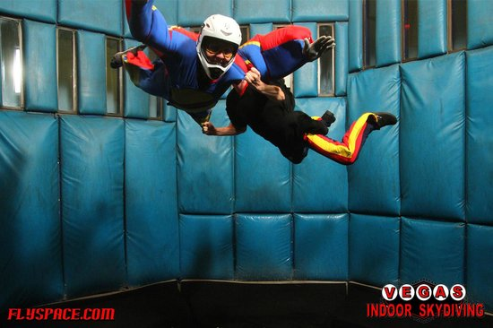 Vegas Indoor Skydiving : 1st flight - instructor floating with me.