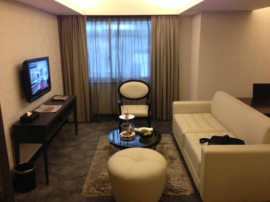 Pullman Jakarta Indonesia: Living Room at Apartment Suite