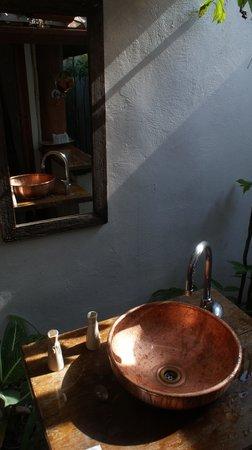 The Cliff Ao Nang Resort: Bathroom