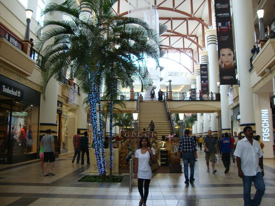 AHA Gateway Hotel: Торговый центр