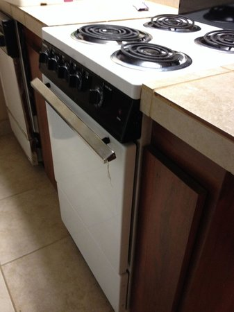 Hotel Tempe/Phoenix Airport InnSuites Hotel & Suites: not the kitchen in the photo, check out this ancient stove