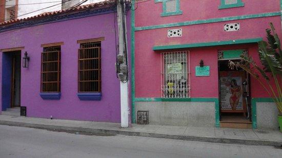Casa de Isabella - a Kali Hotel: In the street - look for purple