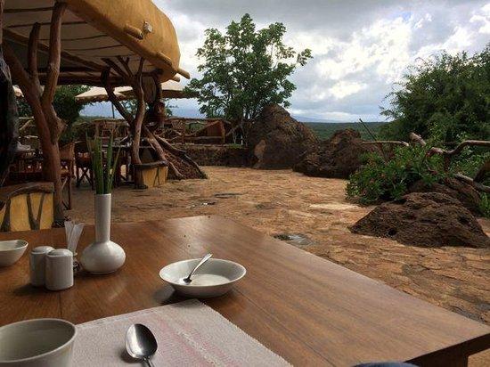 Satao Elerai: dining area
