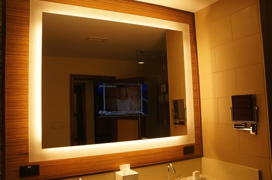 Villas of Grand Cypress : Mirror TV in the bathroom