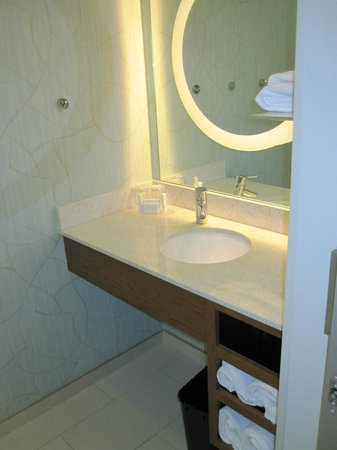 SpringHill Suites Las Vegas Convention Center: Sink