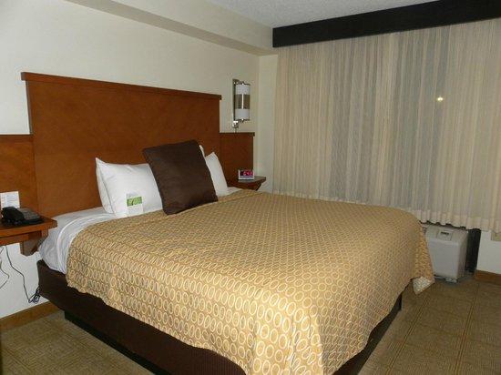 Hyatt Place Busch Gardens: кровать