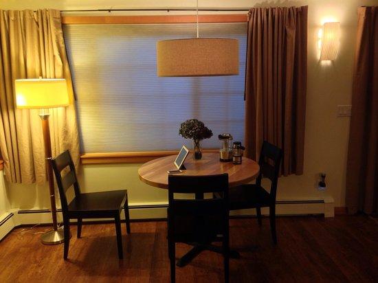 Plum Lodge: Calvos Suite Dining Area