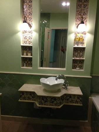 Salil Hotel Sukhumvit Soi 11: 洗面台