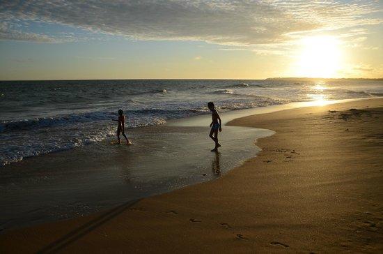 Back of Beyond - Kahandamodara: Beach