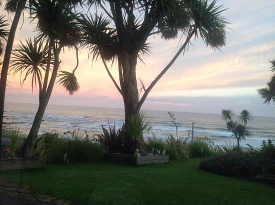Mike & Jennys Kaka Point Accommodation: lovely sun set