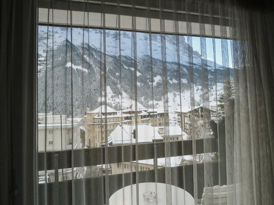 Hotel Restaurant Alpina Grindelwald: Looking out from the window in the room