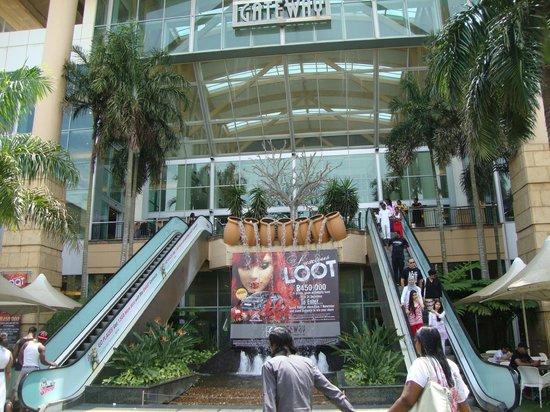 Gateway Theatre of Shopping : Вход в торговый центр