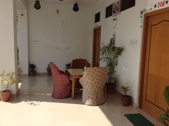 Rising Star Hotel: common room